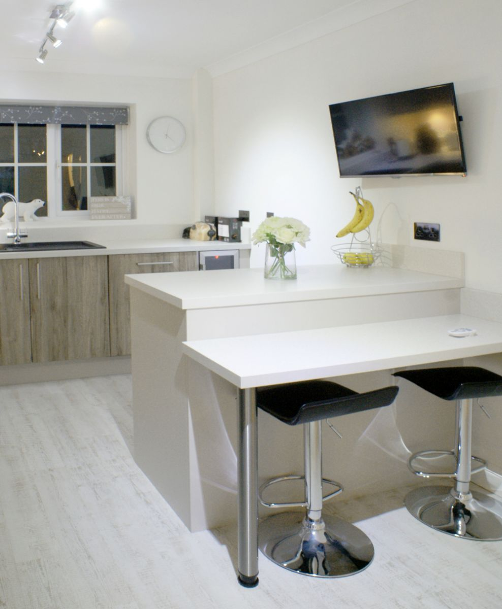 Mr And Mrs Brinkley's Contemporary Oak Kitchen