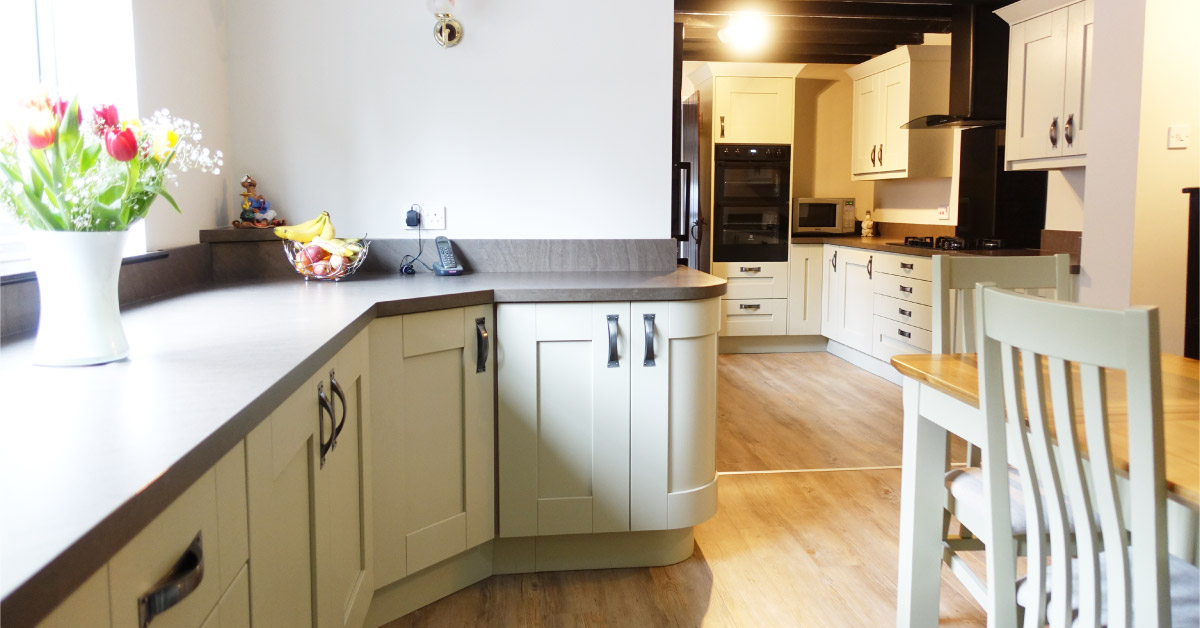 English Country Fitted Kitchen In Newark